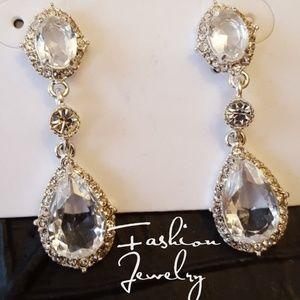 Jewelry - GORGEOUS Tear Crystal Drop Earrings